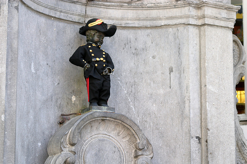 manneken pis brussels photo