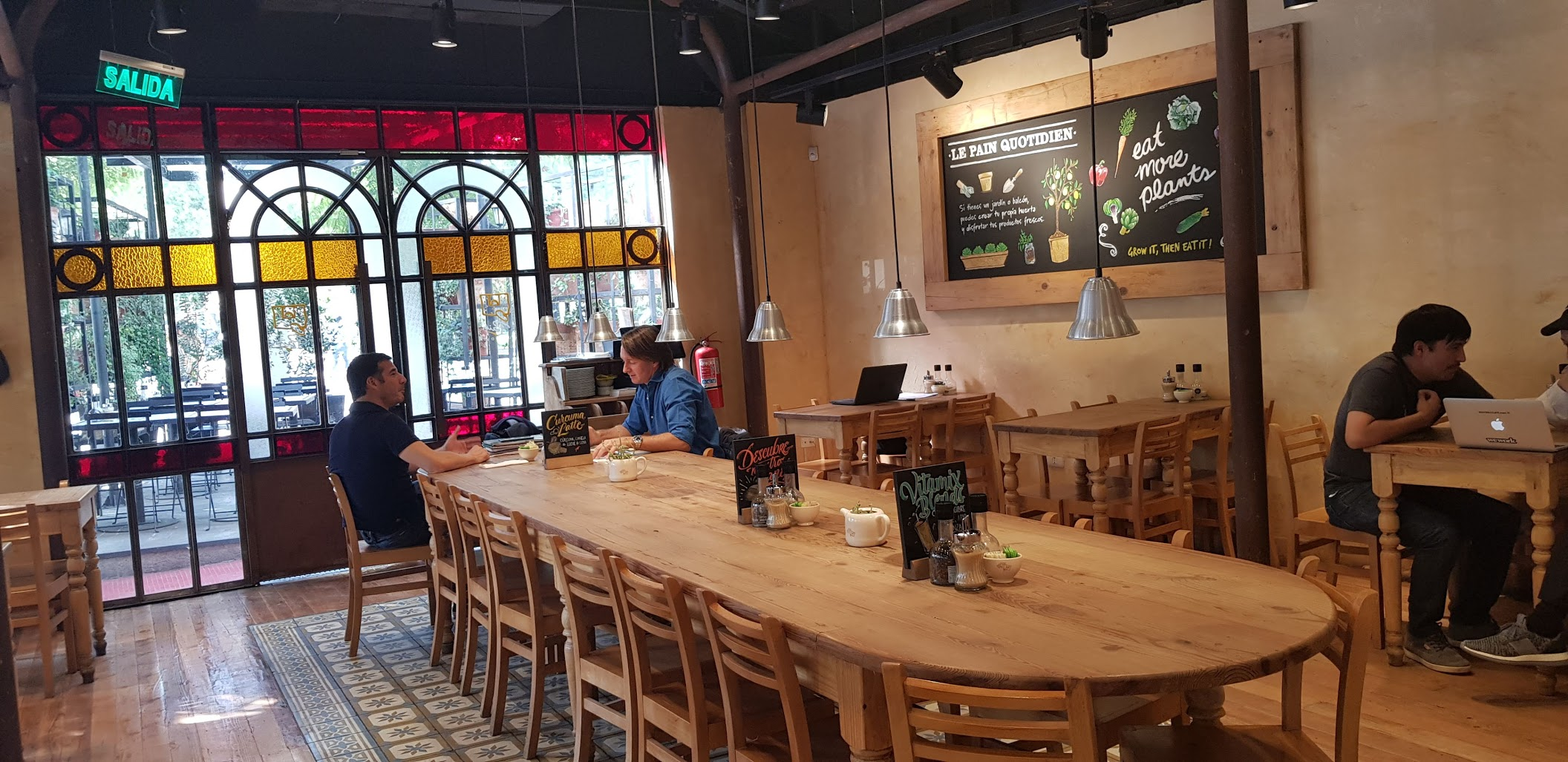 Great cafe for groups in Santiago