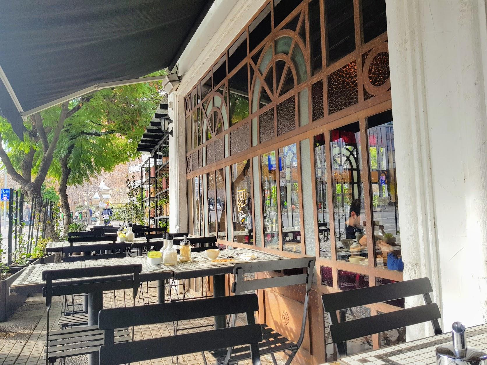 Cafe on Isidora Goyenchenea