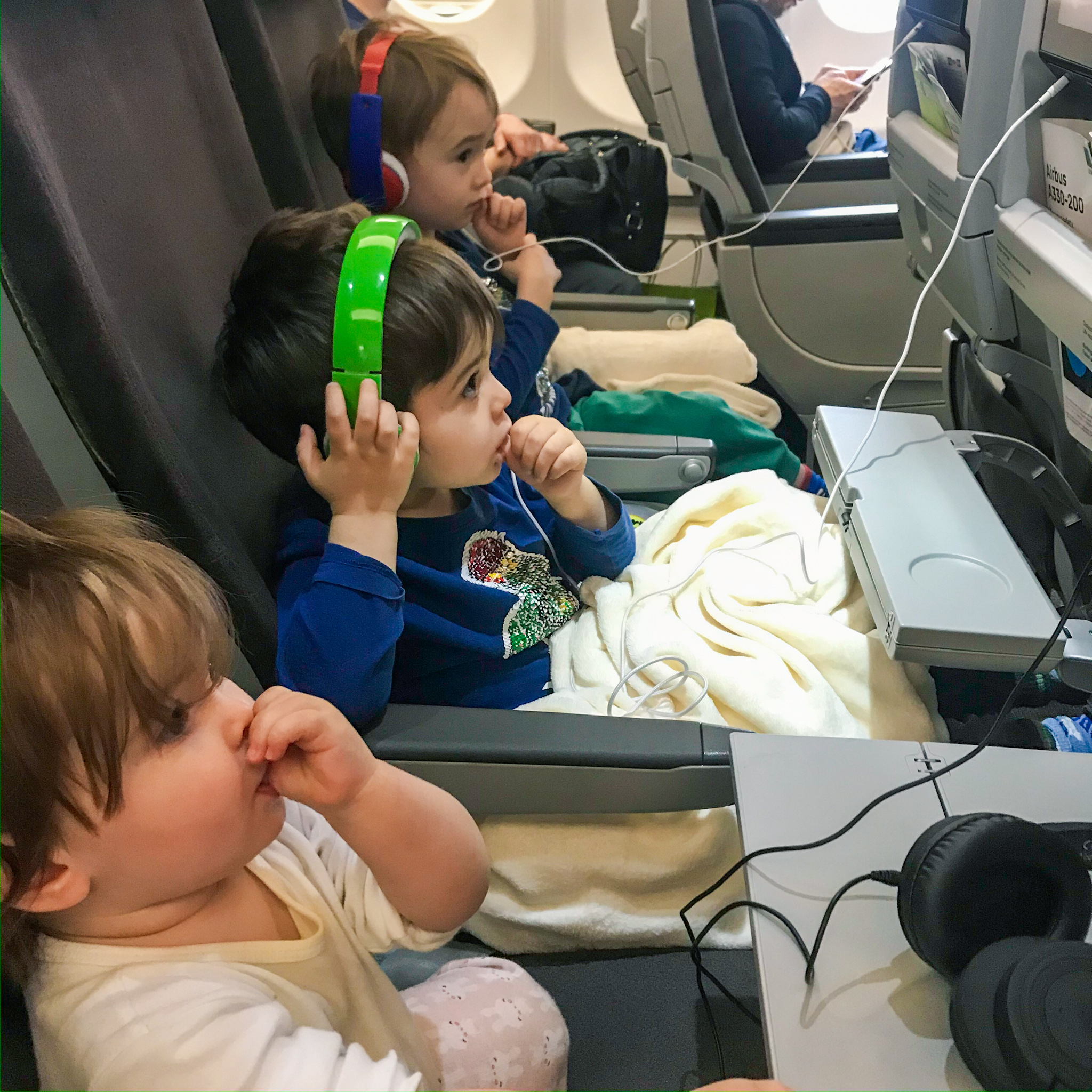 ways to entertain toddler on a flight