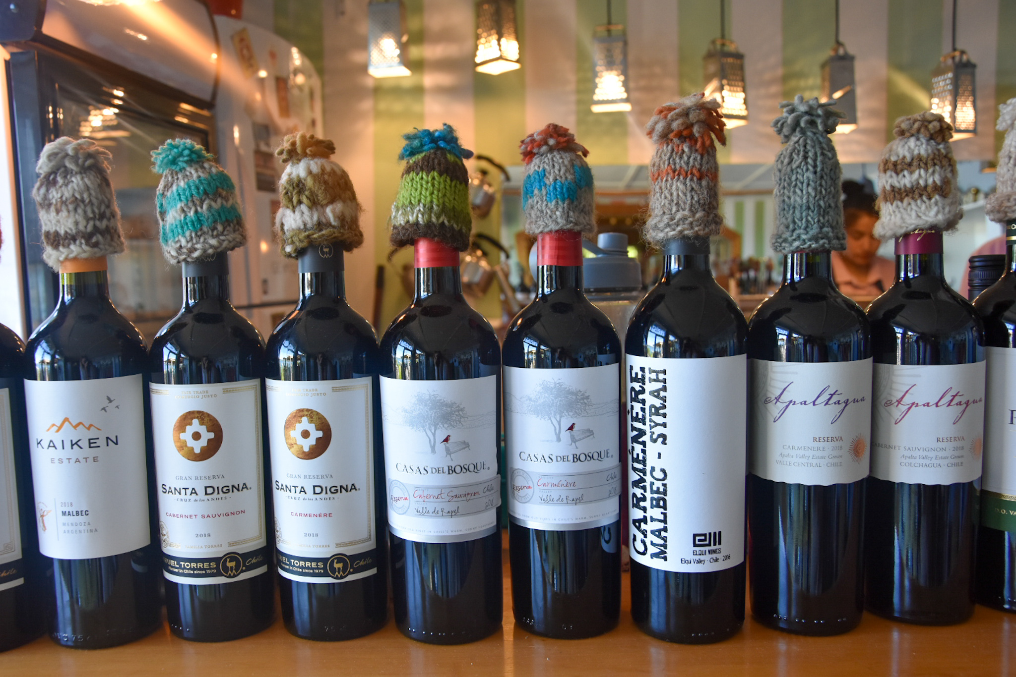wine with Chiloe hats