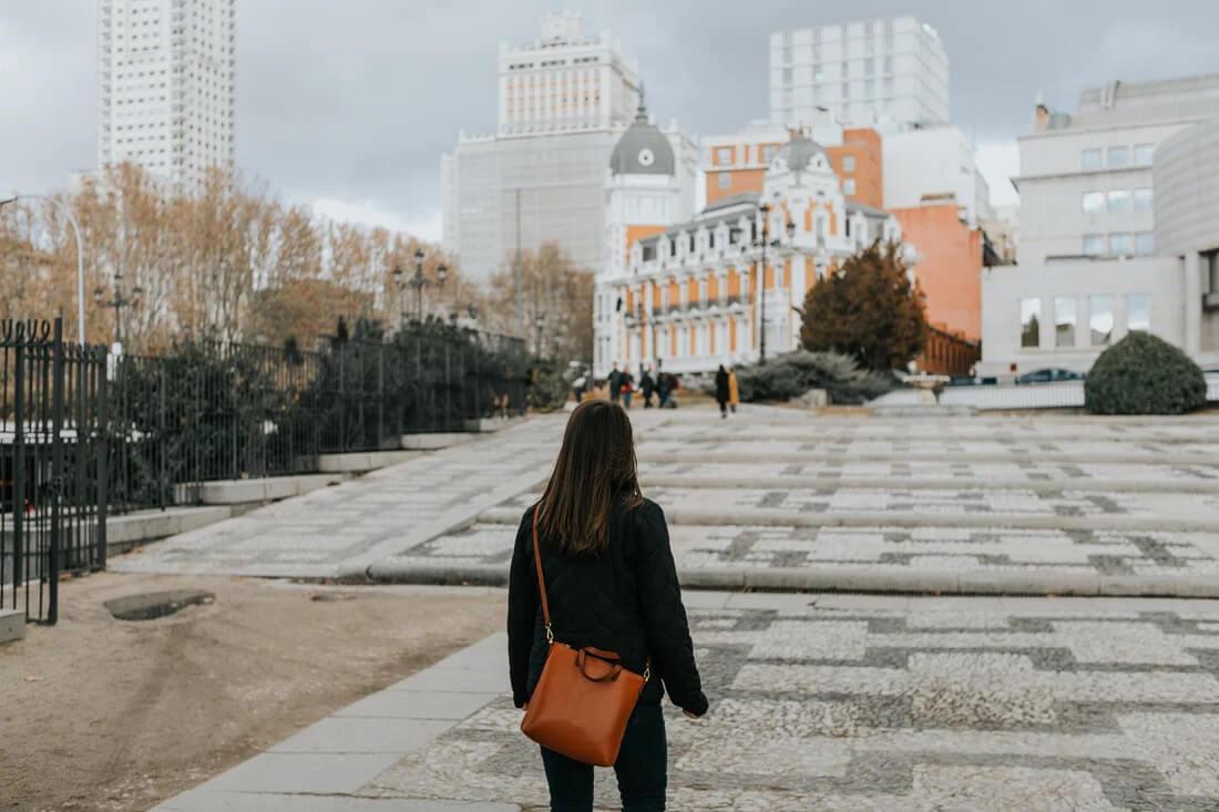 expat woman in Spain